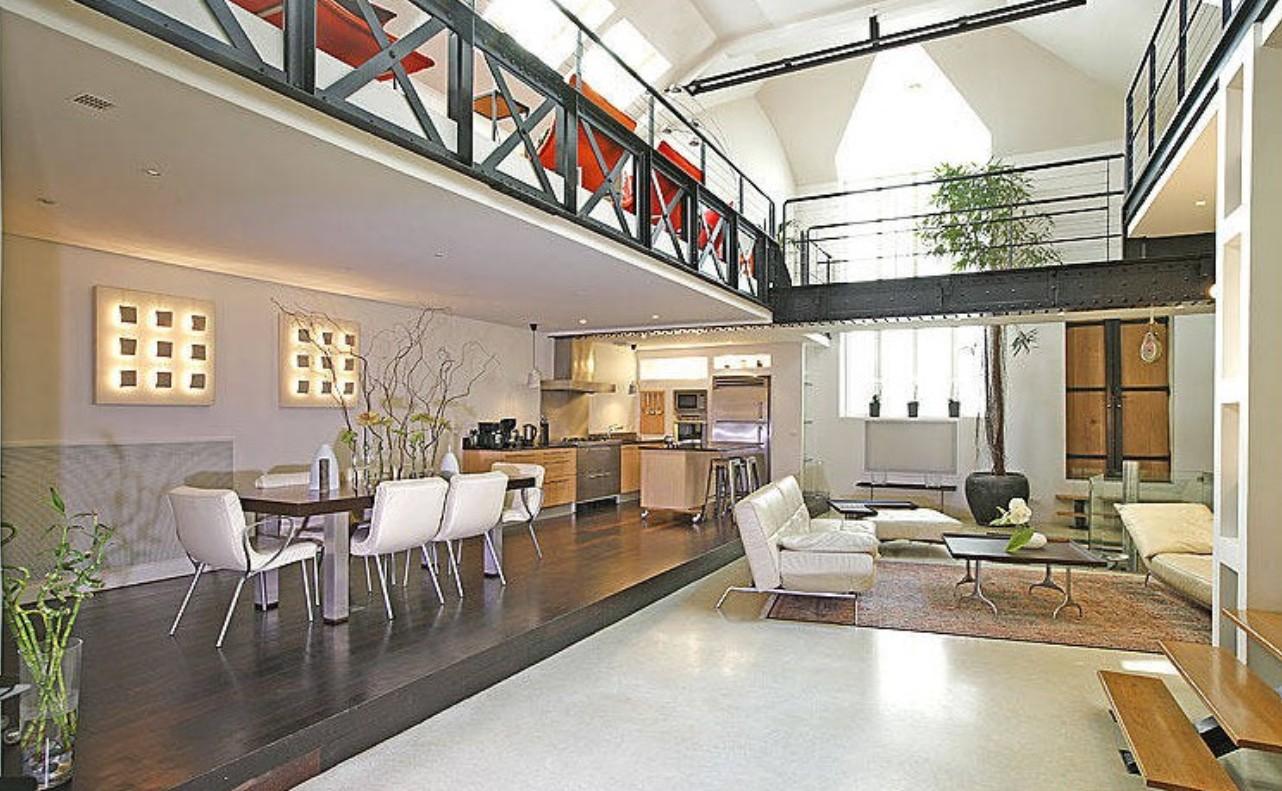 La disposizione del soggiorno con una sala da pranzo combinata